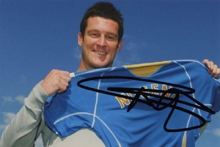 David Nugent, Portsmouth, signed 6x4 inch photo. (2)